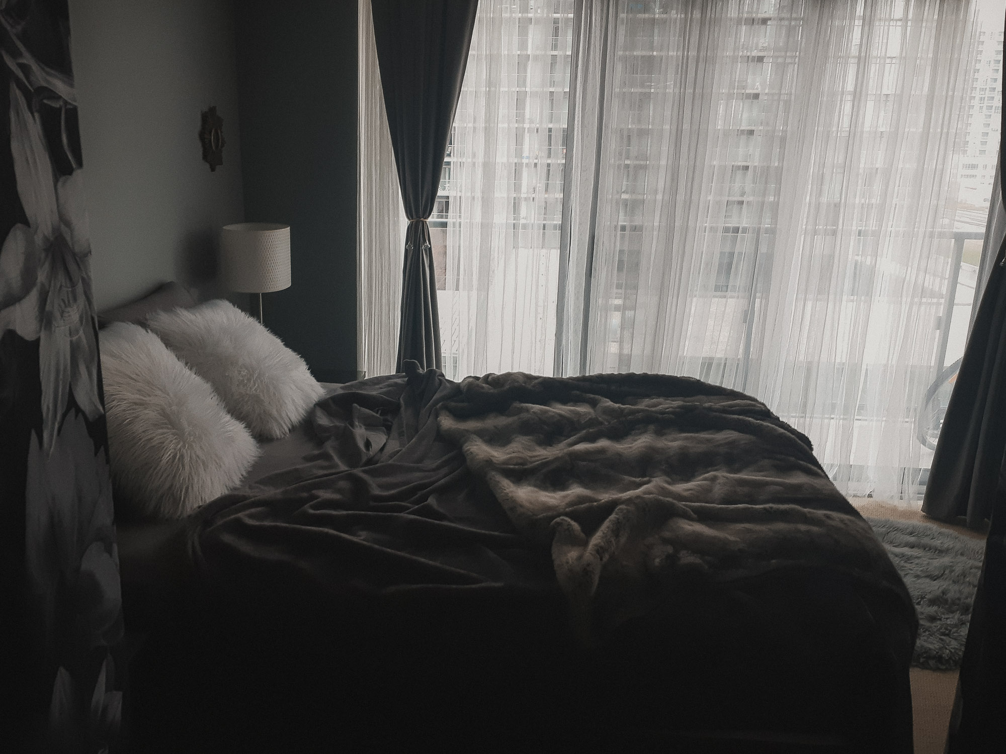 Dark sheets and luxurious blanket in Toronto Boudoir Studio