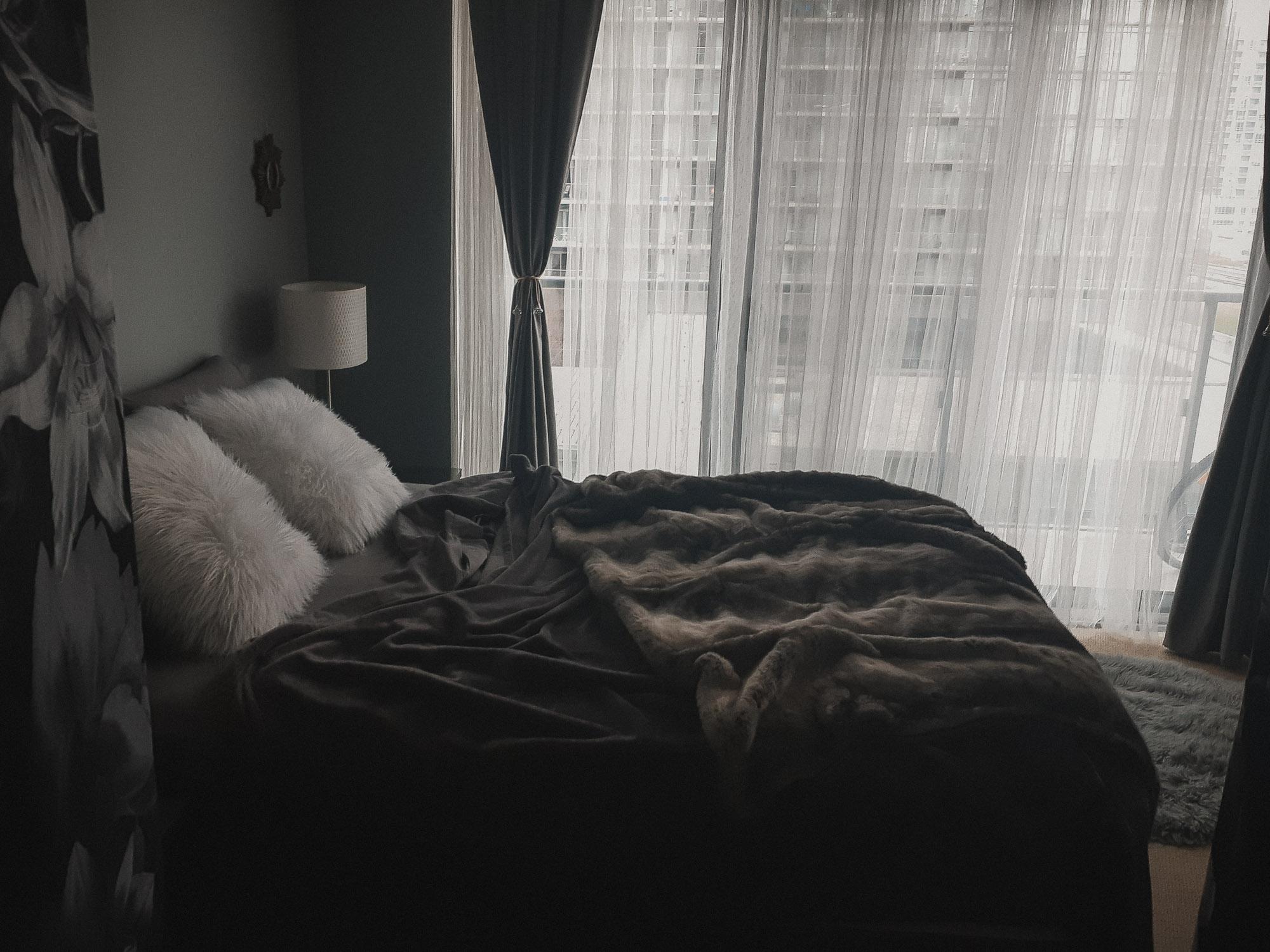 Dark sheets and luxurious blanket in Toronto Boudoir Studio